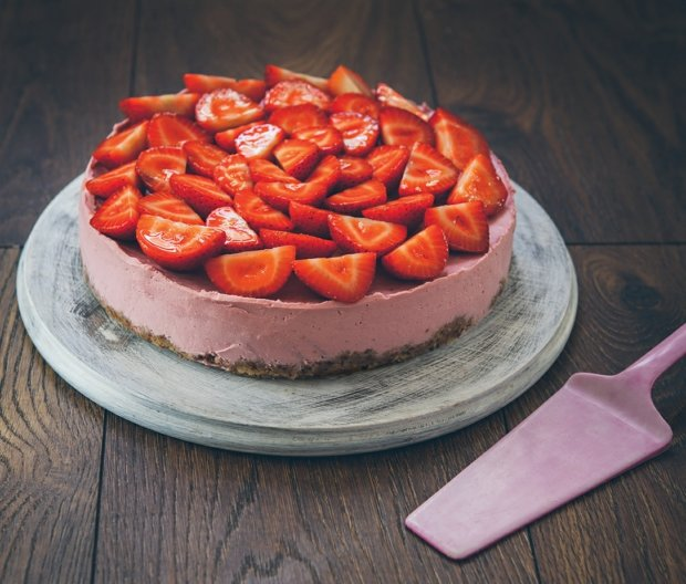 fitday%20jahodovy-raw-cheesecake